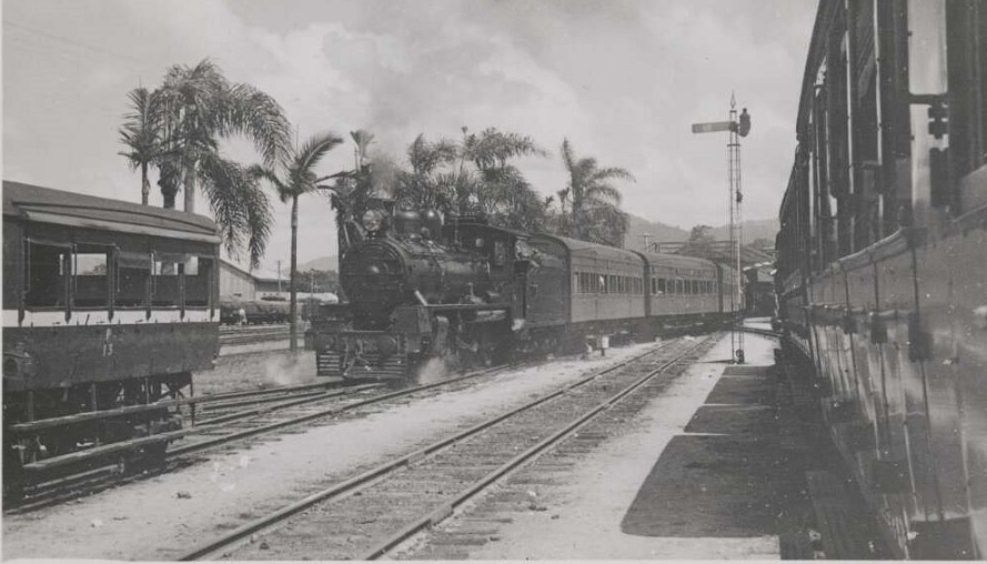 Sunshine-Express-Heading-South-from-Cairns-1947